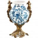 Jarrón balaustre, 40 cm. Estilo barroco nuevo arte de porcelana y bronce