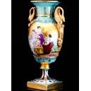 Jarrón balaustre de porcelana, 42 cm. Estilo imperio napoleónico con asas en forma de cisne.